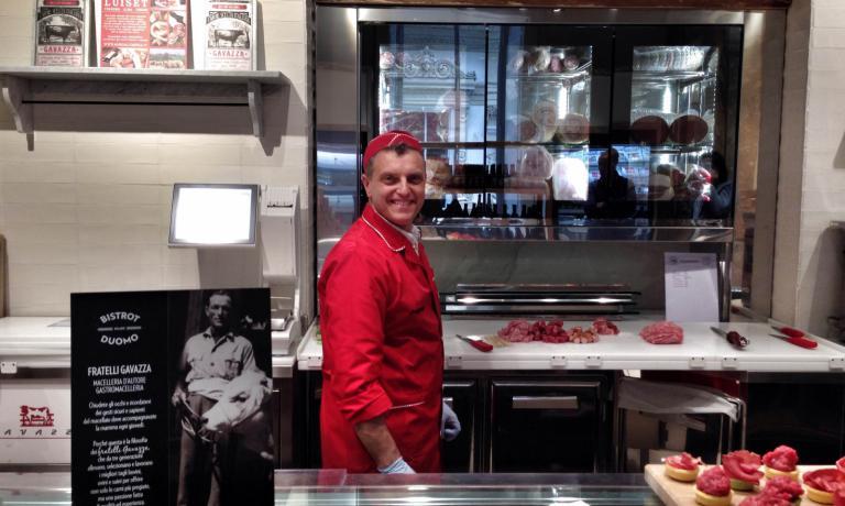 La macelleria è cuarata dai Fratelli Gavazza, storica azienda astigiana