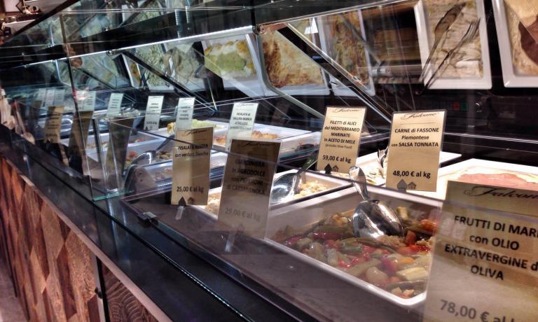 """Lo spazio della gastronomia è affidato all'azienda Falcone di Verzuolo (Cuneo), riconosciuta come """"eccellenza artigiana"""" dalla regione Piemonte"""
