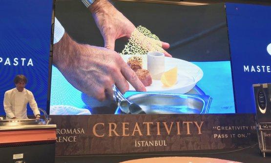 Milano nel piatto, la ricetta dedicata a Milano che Davide Oldani ha presentato a Istanbul, al congresso Gastromasa