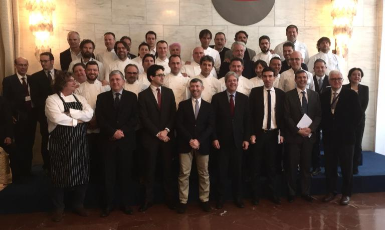 Group photo with chefs and institutional represent