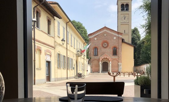 Dalla finestra del Tinello, la chiesa di San Pietro all'Olmo