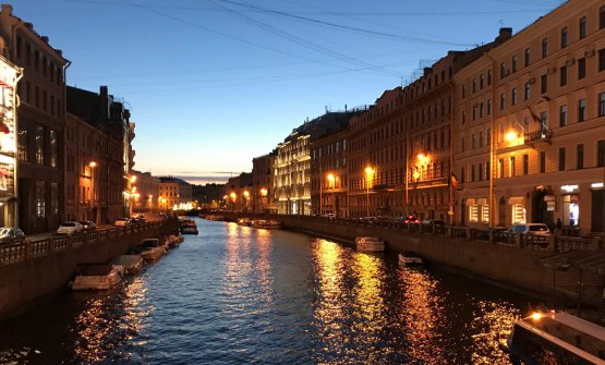 Two a.m. in the centre of Saint Petersburg (photo