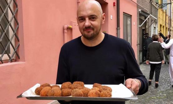 PANINO BIS. Un raggianteBeppe Palmieri. Il 3 maggio Panino apre la seconda sede,un grande chiosco in Brera a Milano