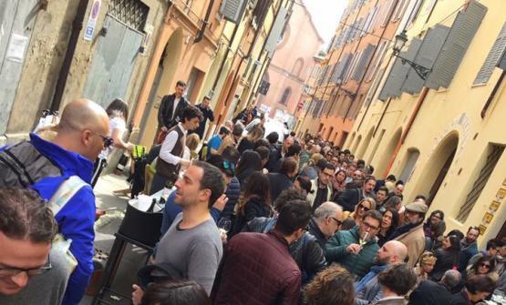 Una porzione di appassionati accorsi in rua Freida