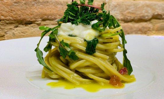 Spaghetti all'olio: la ricetta dell'estate di Michele Biagiola