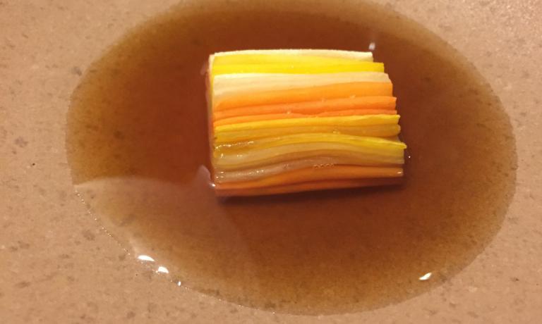 Carrots and lemon thyme.Carote e timo limone su un brodo di carote grigliate (foto Zanatta)