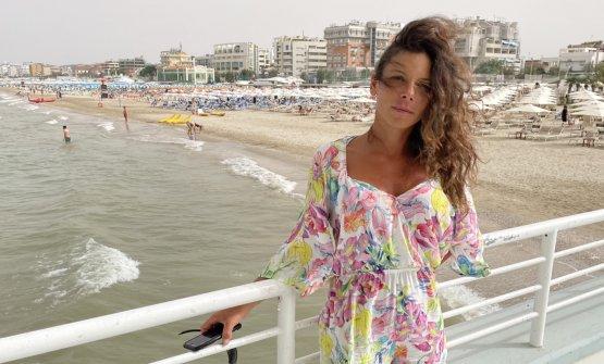 Jessica Galletti fuori dalla Rotonda a Mare di Sen