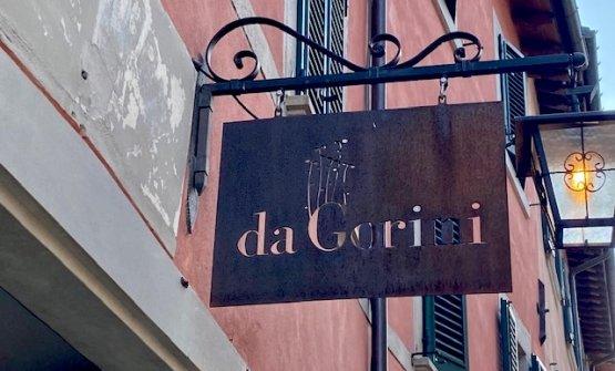 L'insegna sopra la porta del DaGorini, a Bagno