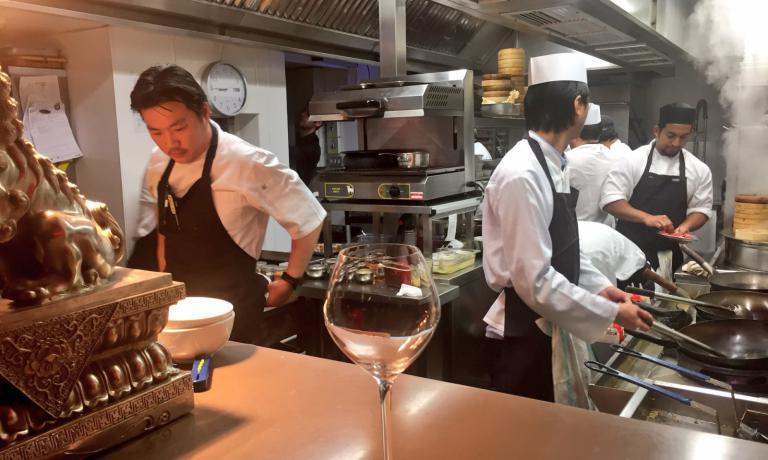 Andrew Wong, 35 anni, britannico di origini cinesi, chef del ristorante A Wong a Londra. Formazione di cucina classica francese, è partito per un viaggio di 3 anni in Cina. Oggi riassume nel menu degustazione tutte le tradizioni diversissimedi un paese sterminato (foto Zanatta)