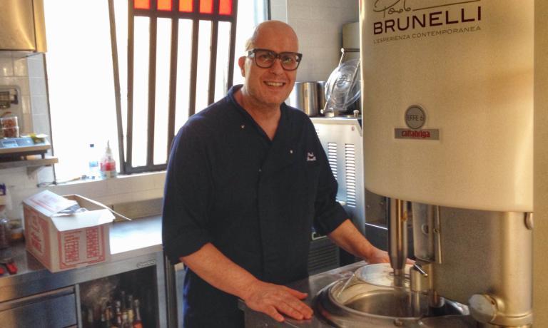 Paolo Brunelli nel laboratorio della nuova gelater