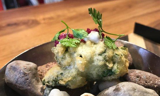 Scampo fritto in lattuga di mare e maionese di cavlolfiore