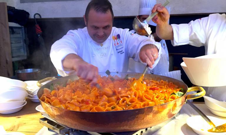 Bobo Cerea making pasta