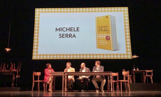 Michele Serra, ospite della presentazione, ha letto dal palco l'introduzione alla prima edizione di