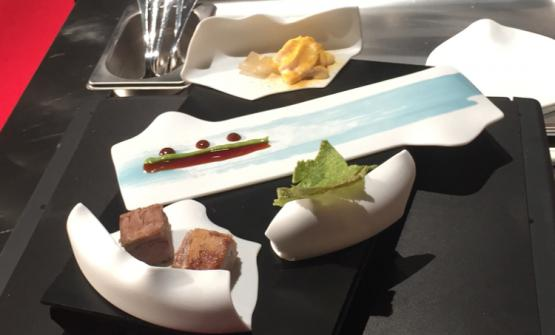 La Cassoeula di Oldani:servita su cocci di porcellana rotti: al centro il piatto da leccare