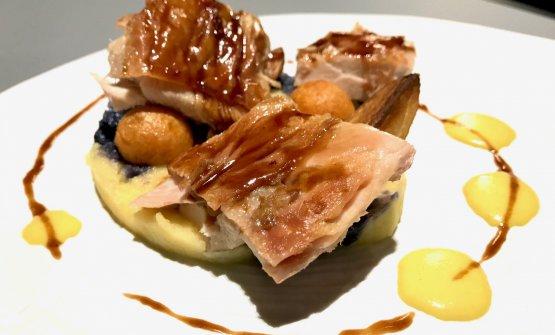 Pollo arrosto, patate e rosmarino