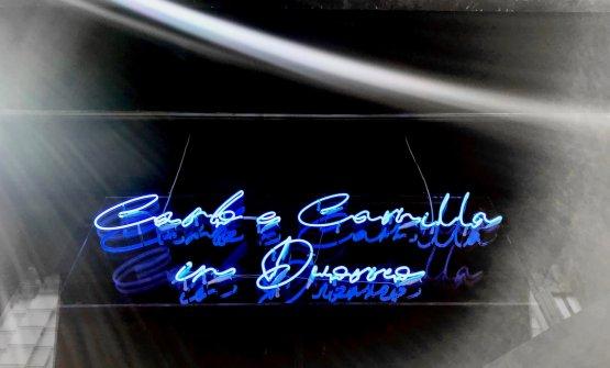 La nuova insegna del Carlo e Camilla in Duomo, in