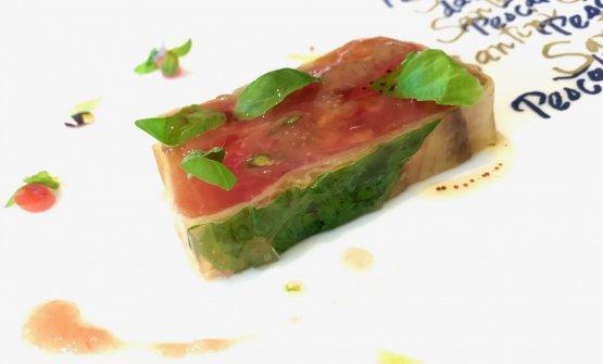 Composta di pomodori e melanzane con basilico fresco