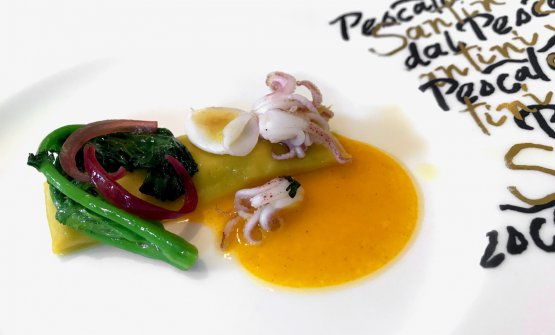 Lasagnette di pasta all'uovo con cime di rapa, calamaretti punta e salsa allo zafferano