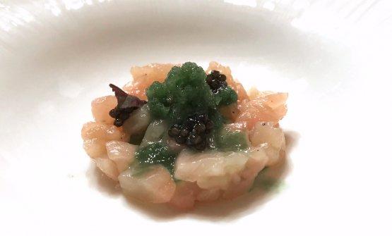 Tartare di salmerino alpino, caviale Beluga, salsa al bergamotto, granita al basilico