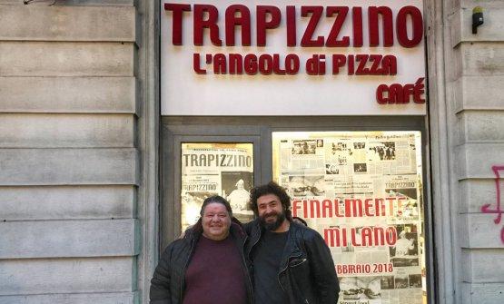 Callegari e Pansera davanti all'ingresso del nuovo locale milanese