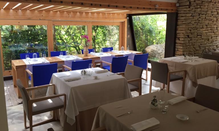 I 35 coperti del ristorante gourmet Pietramare,aperto solo alla sera, telefono+39.0962.1902890