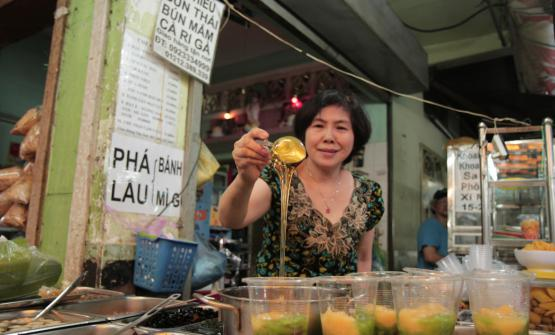 Lo scrittore, performer, dj, appassionato di gastronomia Don Pasta è recentemente tornato da un lungo viaggio in Vietnam, dove ha raccolto, come sempre, molte storie popolari di cibo e tradizioni. Alcune di queste, ha deciso di condividerle con i lettori di Identità Golose
