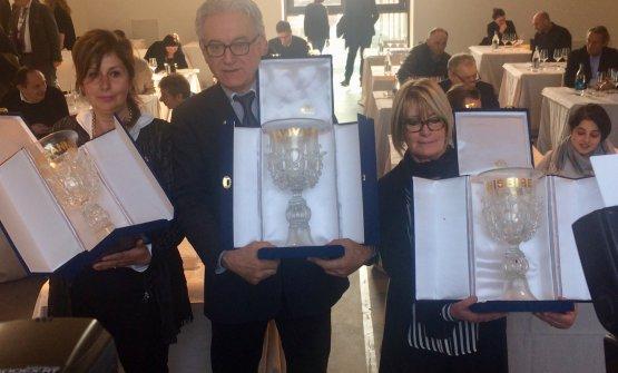 La premiazione del Settimo Calice d'Oro: da sinistraMargherita Gelmini, Antonello Rovellotti e Cecilia Bianchi