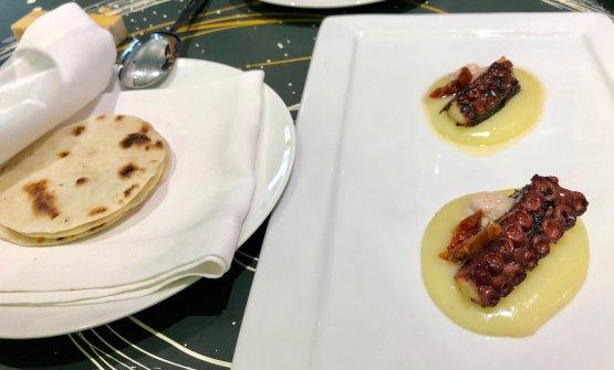 Tortilla per agguntare del polpo arrosto al té nero affumicato, maionese di acqua di polpo e crema di patate