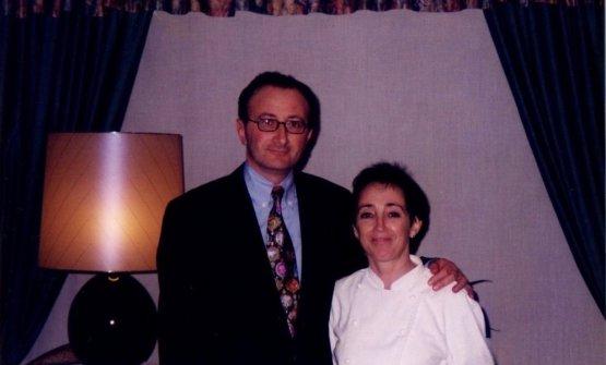 Gualandris-Grassi qualche anno fa. Mauro al termine del primo giorno di servizio, nell'agosto 1993, entrò in cucina e disse: «Marta, tu sei bravissima, ma io mi fermo qui, questo lavoro non fa per me». L'indomani mattina tornò sulla sua decisione, per fortuna