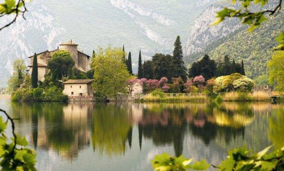 Lo scenografico Castel Toblino: ospita uno dei ris