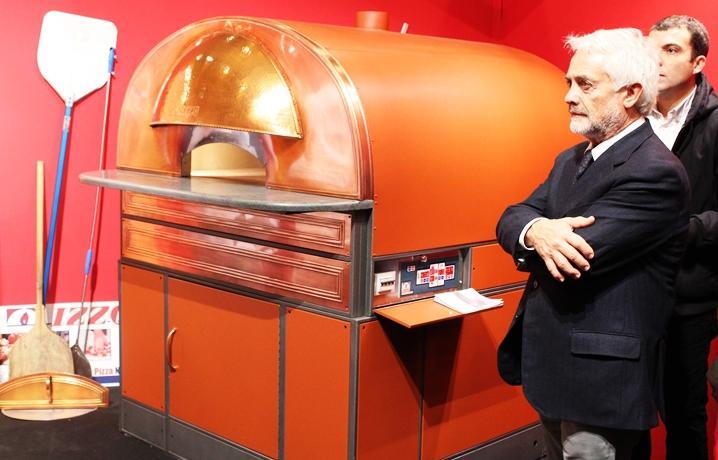 Giuseppe Carlo Russo Krauss, amministratore unico di Izzo forni, a fianco di Scugnizzo
