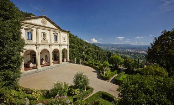 La facciata e la vista da Villa San Michele