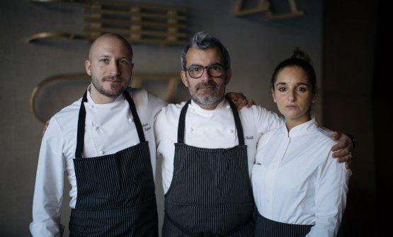 Lo chef Gubelli tra il sous chefFederico Digiuni e la pastry chefDeborah Zeniga