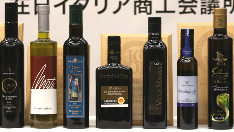 Alcune delle bottiglie (quasi tutte italiane) protagoniste indiscusse e vincitrici della terza edizione di Joop -Japan Olive Oil Prize, evento promossoa Tokyo dalla Camera di Commercio Italiana in Giappone (Iccj). La quarta edizione si terrà nelgiugno 2016, le candidature sono aperte
