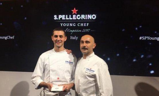 Edoardo Fumagalli con Anthony Genovese, che lo accompagnerà fino alla finalissima di S.Pellegrino Young Chef (foto finedininglovers.it)