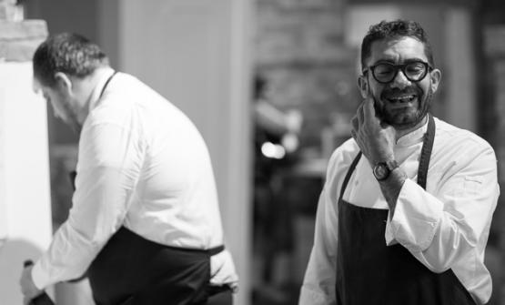 Michele Biagiola, classe 1973,ha apertoSignore te ne ringrazia Montecosaro, Macerata. Il ristorante èbattezzato con il rituale beneaugurante che pronunciavano a tavola i nonni del cuoco (fotoLeonardoRinaldesi)