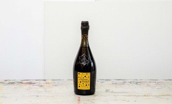 Una bottiglia elegante creata dall'artista gia