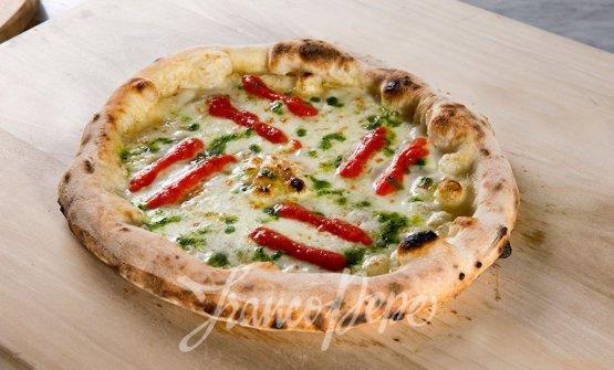 La Margherita Sbagliata, la celeberrima pizza di Franco Pepe, patron di Pepe in grani a Caiazzo in provincia di Caserta. Celebrato e premiato in tutto il mondo, il campano non è nemmeno citato dalla Michelin