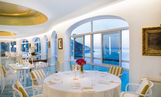 La sala interna del ristorante Le Agavi...