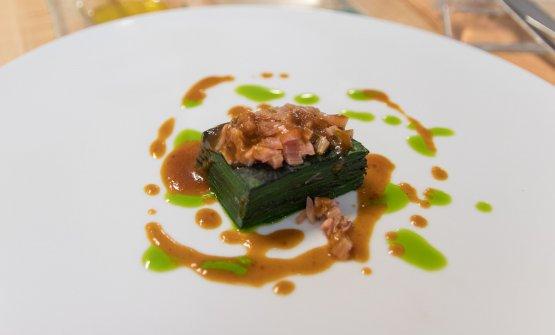 Lasagnetta di foglie di bieta con costine stufate, riduzione di verdure e olio all'erba cipollina