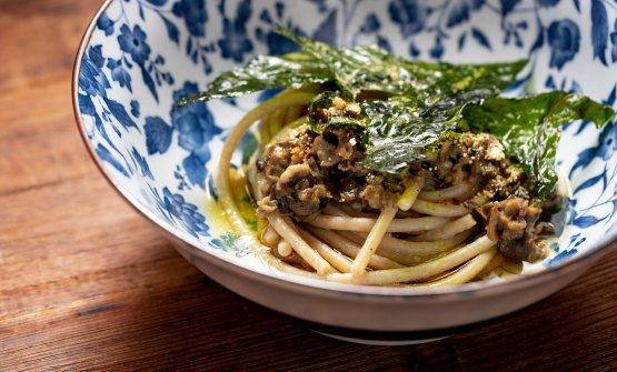 Spaghetti, chiocciole al limone, cicoria e tè: la ricetta dell'estate di Senso Venturi