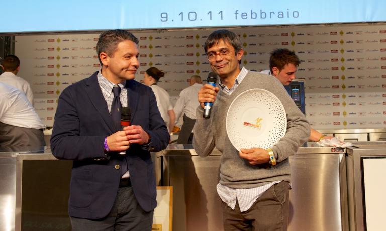 Roberto Petza, chef at S'Apposentu in Siddi, rewarded by Michele Cannone Lavazza Italy Food service director: he won the prize Tipicità Italiana in Cucina