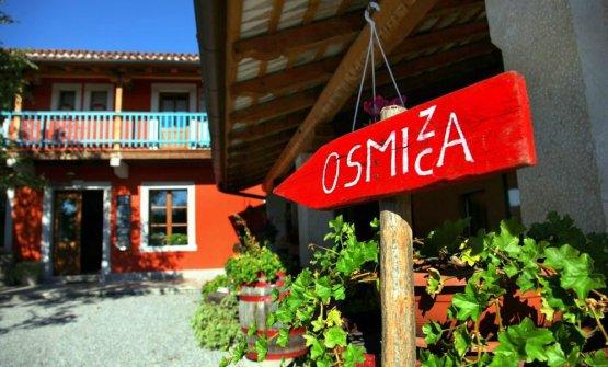 Chiara Marchi ci porta alla scoperta delle osmize. Nella foto, quellaTorri di Slivia, aSlivia, frazione del comune di Duino-Aurisina