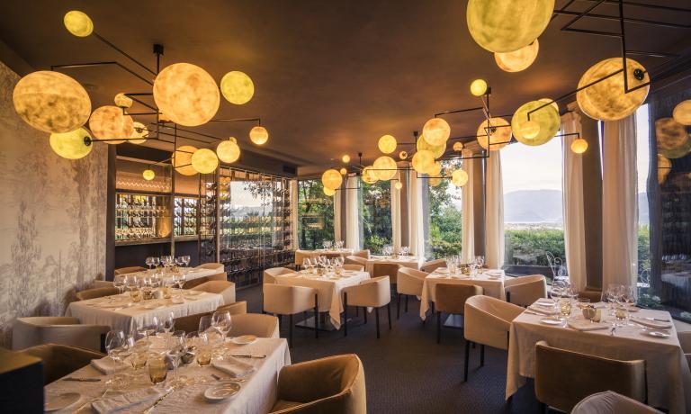 La sala rinnovata del Leone Felice dell'Albereta di Erbusco (Brescia), chefFabio Abbattista