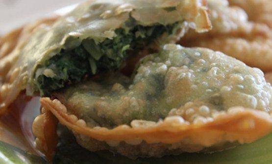 I gattafin, ravioli fritti ripieni di erbe spontanee tipici di Levanto
