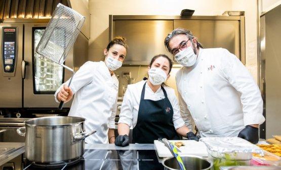 In cucina con Arianna Gatti, sous chef del Miramonti l'Altro (e miglior sous chef per la Guida Identità Golose 2020), e Martina Spera, sempre della squadra del ristorante di Concesio