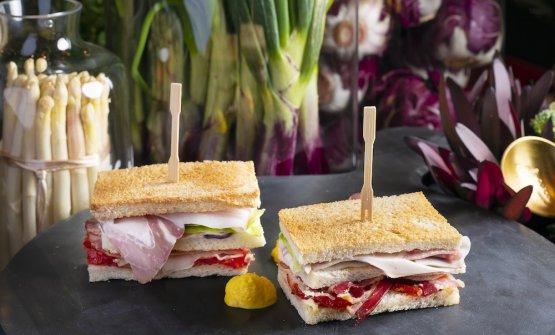 Club sandwich pancetta Praga e porchetta arrosto con salsa olandese, una bontà firmataMatteo Felter
