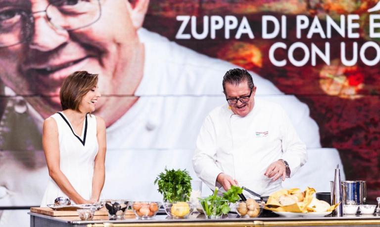 Lucio Pompili, chef a Cartoceto nelle Marche, ospite con la sua zuppa di pane di Lisa Casali nella trasmissione The Cooking Show su Rai3