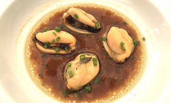 Brodo di funghi e cozze, chef Riccardo Camanini