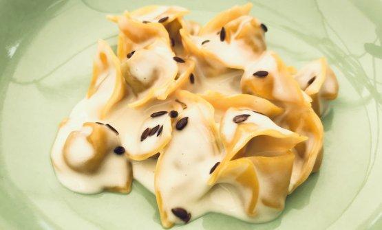 I Tortellini ripieni di gallina con formaggio Bagòss e semi di lino di Riccardo Camanini